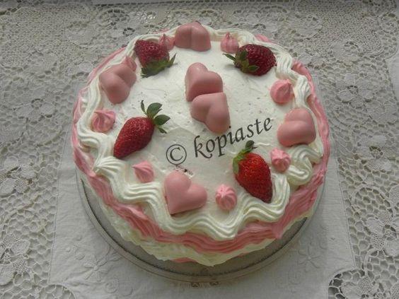 Strawberry Red velvet cake  / Τούρτα Φράουλας Κόκκινο Βελούδο http://www.kopiaste.info/?p=8852  #ΤούρταΓενεθλίων #BirthdayCake #Strawberries