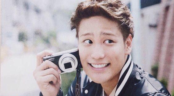 カメラを持つ桐山照史