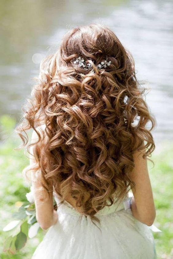 Best Wedding Hairstyle ideas for Womens with Long Natural Curly Hair 2019: photos and trends  #hairstyleforwomens #weddinghairstyle2019 #naturalcurlyhairstyle2019 #curlyweddinghairstyle2019