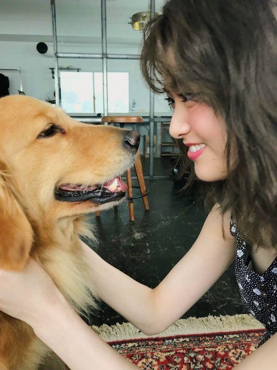 犬と一緒の松村沙友理