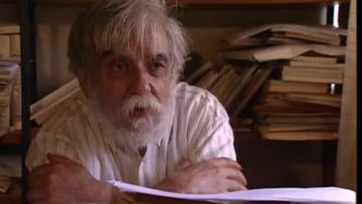 António Vítor Ramos Rosa (1924-2013) foi empregado de escritório,  tradutor e professor, mas foi a sua poesia a marcar o país.