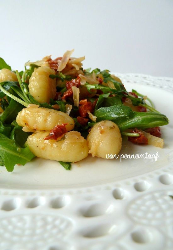 gnocchi rucola salat penne im topf a pinterest. Black Bedroom Furniture Sets. Home Design Ideas