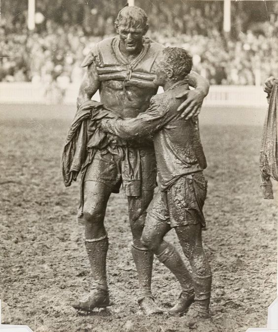 historicaltimes:   Opposing team captains Norm Provan and Arthur Summons embrace after the 1963 Australian rugby league final. Read More