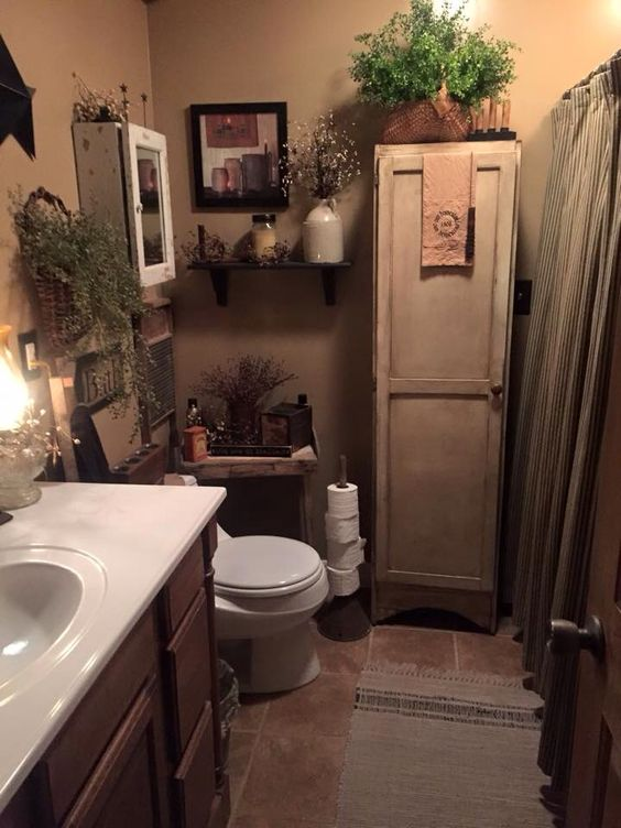 I love the wall display and the table near the toilet. This bathroom feels very cozy and not cluttered.