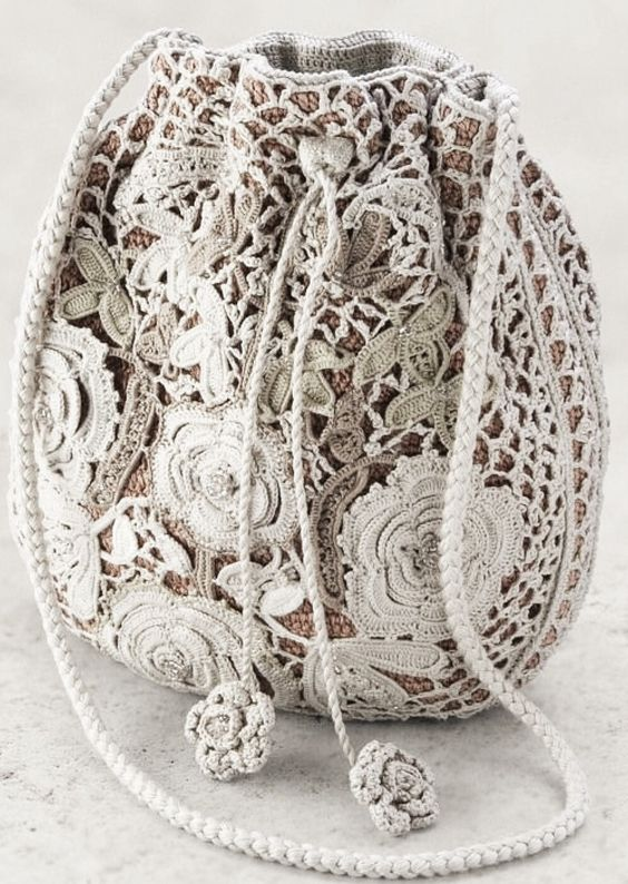Beautiful Irish crochet purse ~looks like lace… - seen on Pinterest, loved and repined by Craft-seller.com.