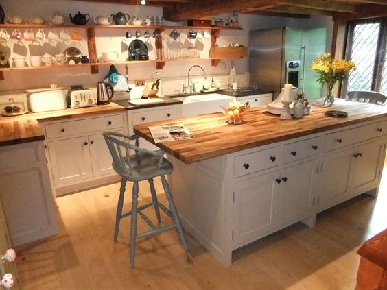 Islands kitchen gallery and furniture on pinterest for Pictures of country kitchens with islands