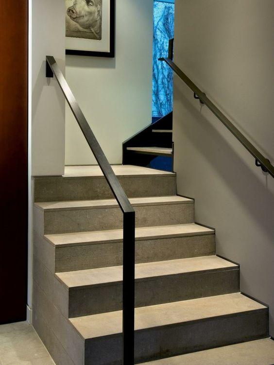 main courante d'escalier en métal de style moderne