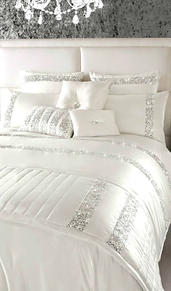 Beautiful bed spread with silver sequins in stripe motive.: