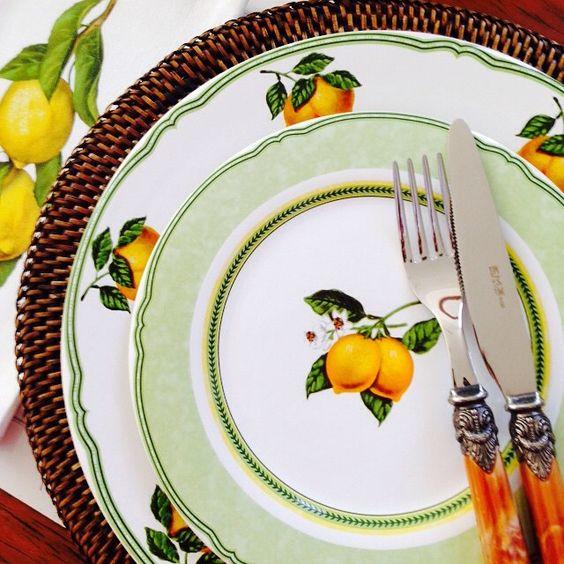 """""""Almoço com os pratos Classic Lemon e faqueiro Versailles!! Tudo no site www.matissecasa.com.br  frete grátis para todo o Brasil!! #matissecasa #mesaposta"""""""