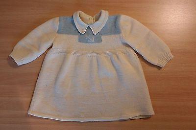 Schoene-alte-Puppenkleidung-beiges-Strickkleid-alte-Babypuppe-alte-Puppe-Kleid