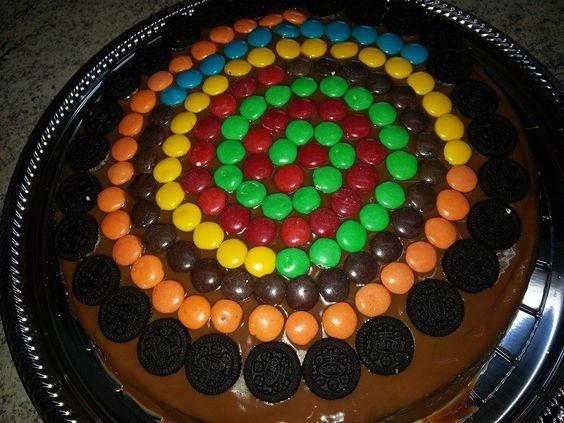 Torta de chocolate decorada con rocklets. | Tortas