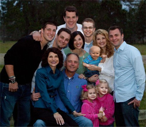 aww, Tim Tebow's family! Look how cute they are!  -H