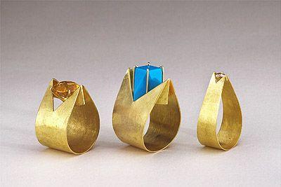 Feuerring Grün 3: Gold, jade. 2001/ Beate Klockmann