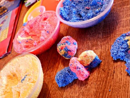Floam has easy storage and packaging makes fun bowls for kids to use to pull Floam from