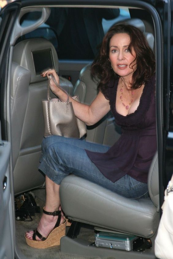 photo of Patricia Heaton  - car