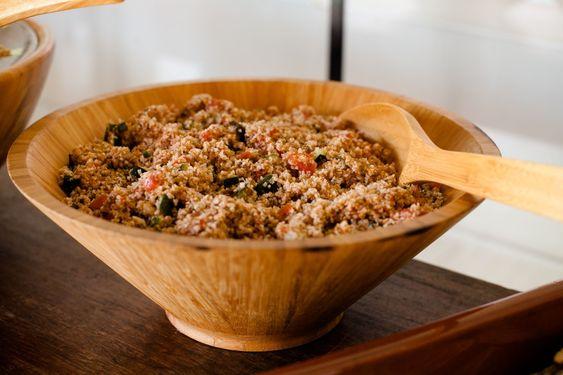 No churras, opções vegetarianas e veganas, como o tabule delicioso, que complementa a estação de almoço. 🌱 . Foto: @marcelavazfotografia . #theofaz4noveredas #avidaéboacomchurras #veredasépracomemorar #veredasépraconfraternizar #ponto3buffet #churrascoecerveja #churrascoepiscina #sitioprafestas #espacoprafestas