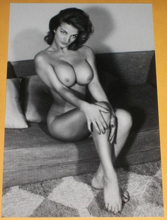 Free Nude Movie Brunette 3