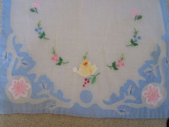 SOLD  Vintage Linens  Embroidered Napkins and by JewelsOfHighElegance, $10.00