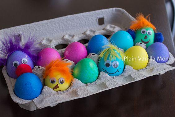 Húsvéti tojás díszítés gyerekekkel.