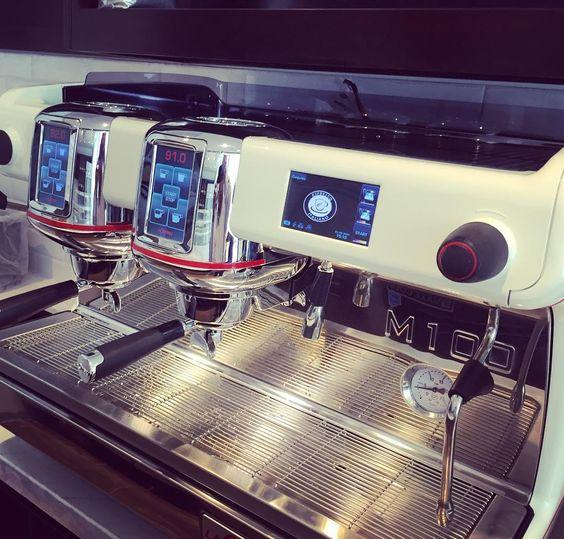Bellísima Cimbali M100 White #lacimbali #cimbali #sabaequipamientos #gruppocimbali #madeinitaly #barista #baristalife #latteart #espressomachine #latte #face #instagram #instacoffee #espresso #coffee #coffeestartshere http://ift.tt/1VbgBi2