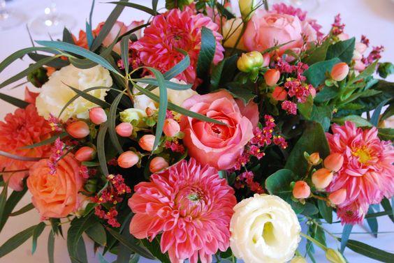 Nigelles, Hypericum, Rose, Rose vuvuzela, Rose free spirit, Eucalyptus, Limonium, Succulentes, Astilbe, Lisianthus, Feuillage