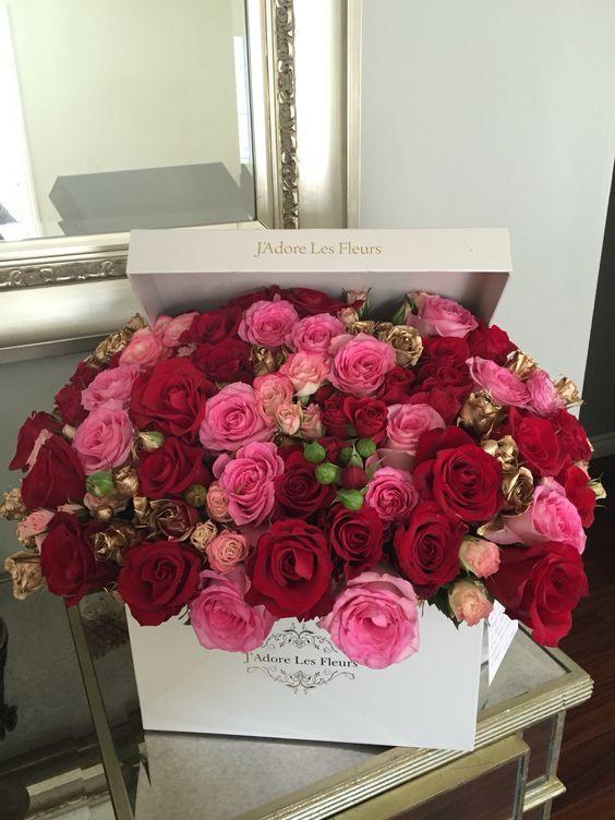 Pin Di La Figlia Dei Fiori Su Fiori In Scatola 2 Nel 2020 Mazzo Di Fiori Bellissimi Fiori Bouquet Di Rose Rosse