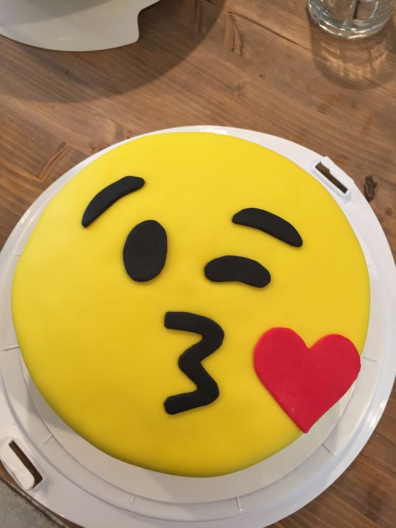 kiss face emoji cake for avery