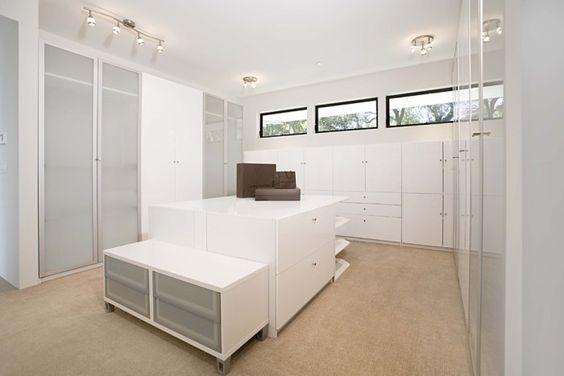 Nice Ikea Kleiderschrank Mit Schiebet ren Modern Stil F r Ankleidezimmer Mit White Walls Von Mark English Architects AIA in San Francisco Home Style
