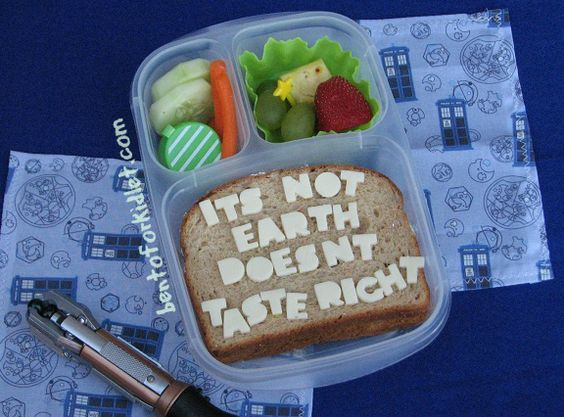 Bento for Kidlet: Dinsosaurs on a Spaceship! #DoctorWho #EasyLunchBoxes