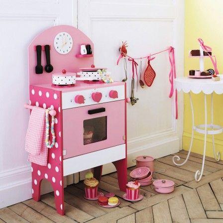 Jolie cuisinère en bois, cadeau pour petite fille à partir de 2 ans