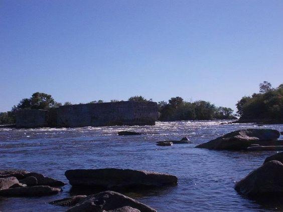 The beautiful 1000 Islands in Ontario.  #WHITESWAN