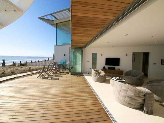 Modern Beach House In East Sussex With Glass and Timber Details - http://freshome.com/2012/03/14/modern-beach-house-in-east-sussex-with-glass-and-timber-details/