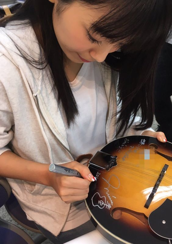 miwaのギターサイン
