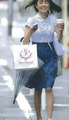 小林麻耶ルンルン気分でかわいいお買い物ショット!