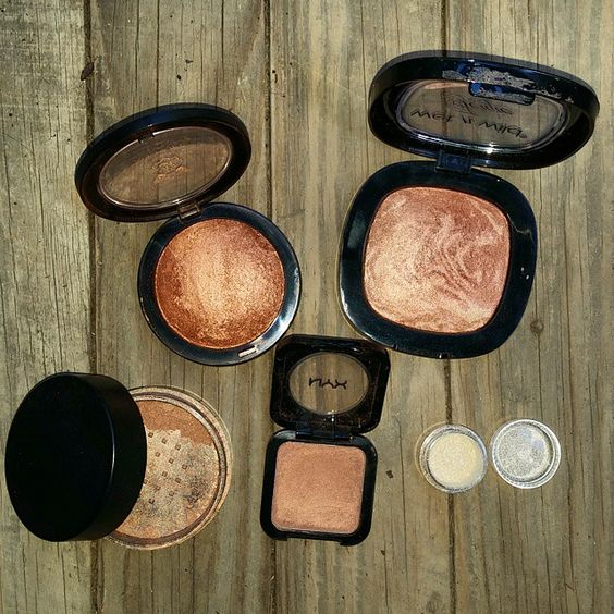 These are the best highlighters for dark skin!
