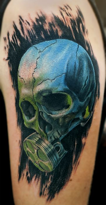 skull with piston under green light tattoo by kaifa  teschio con pistone in luce verde tatuaggio realizzato da Kaifa
