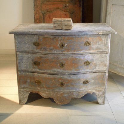 love, love the finish on this chest! I'd love to copy it using chalk paint...: