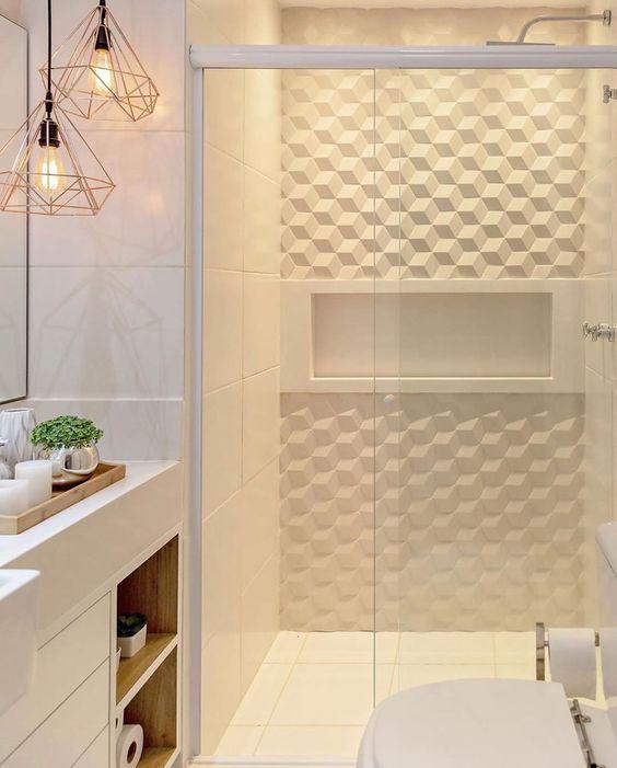 Leque maravilhoso esse banheiro clarinho com revestimento 3D 😍 ⠀ ✍🏻 Projeto de @tamiresribasarquitetura 📷 Foto de @raianamedina.fotoarq 🔗…