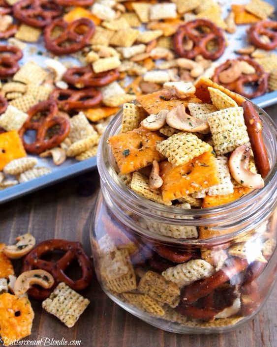 Homemade Ranch Snack Mix on http://buttercreamblondie.com