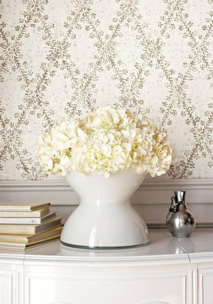 La Gioconda #wallpaper in #white and #grey from the Artisan collection. #Thibaut