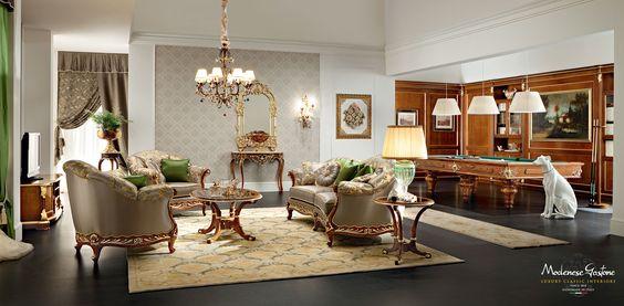 Sala giochi con imbottiture e mobili fatti a mano e tavolo da biliardo