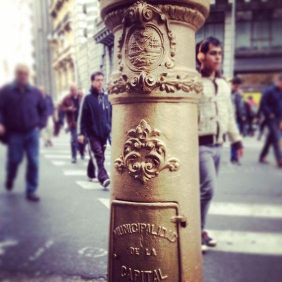 Detalles de la Ciudad.   #downtown #details #city #buenosaires #argentina #light #streets #pedestrians #france #lamp #lamppost