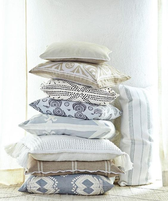 Mixing & matching pillows can be a balancing act - stick to a cohesive color story & watch your design come together! #designtip #serenaandlily #inspirationdelivered (Link in bio to shop)
