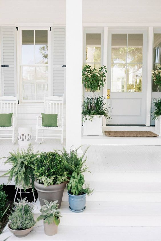 Julia Engel's Front Porch Is the Epitome of Southern Charm