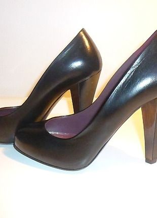 A vendre sur #vintedfrance ! http://www.vinted.fr/chaussures-femmes/escarpins-and-talons/11865744-tres-beaux-escarpins-noirs-miu-miu