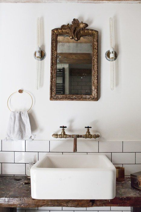 Come check out Antique Vintage Style Bathroom Vanity Inspiration! #bathroomdesign #bathroomvanity #classicstyle #traditionaldecor #interiordesignideas