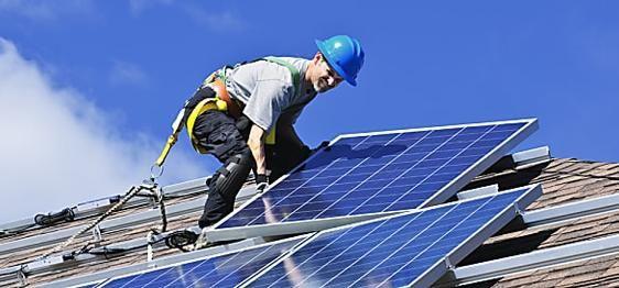 Des milliers de Français installent des panneaux solaires. Testez vite !