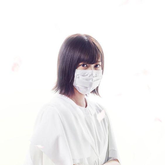 マスクをかぶった尾関梨香