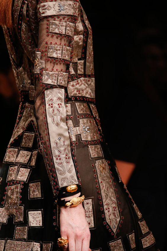 Valentino Spring 2014 Ready-to-Wear Fashion Show Details
