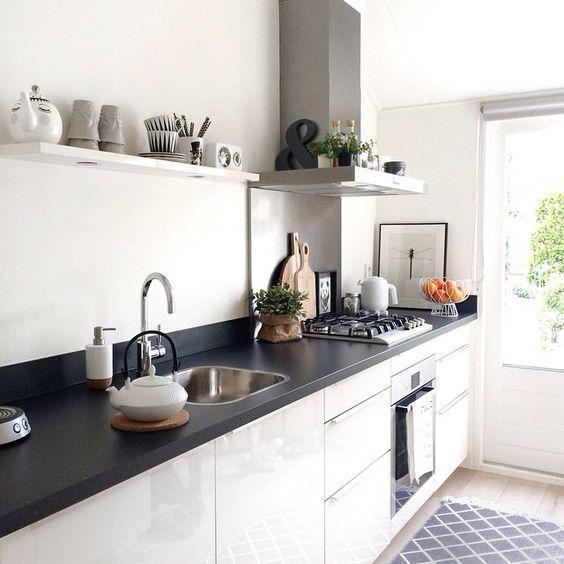 Keukens Zonder Bovenkastjes : Keuken zonder bovenkastjes, verlichting in een plank